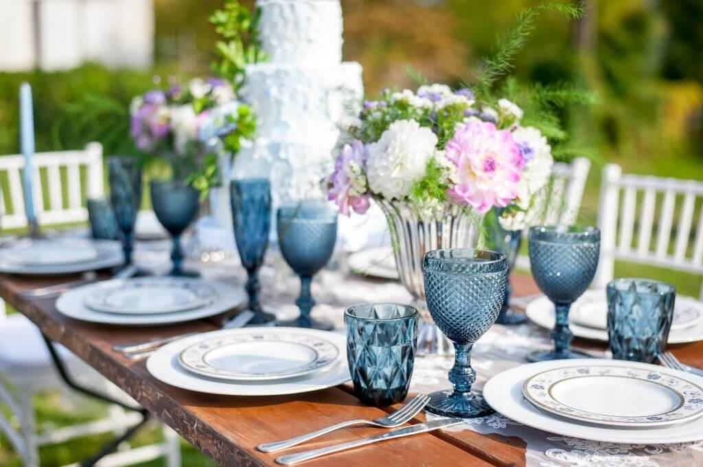 blue garden table decoration